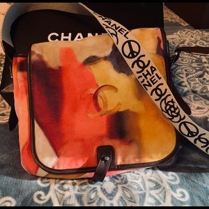 Chanel Flower power messenger bag